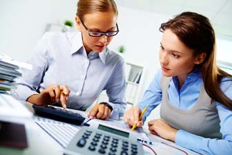 difference between a bookkeeper and an accountant